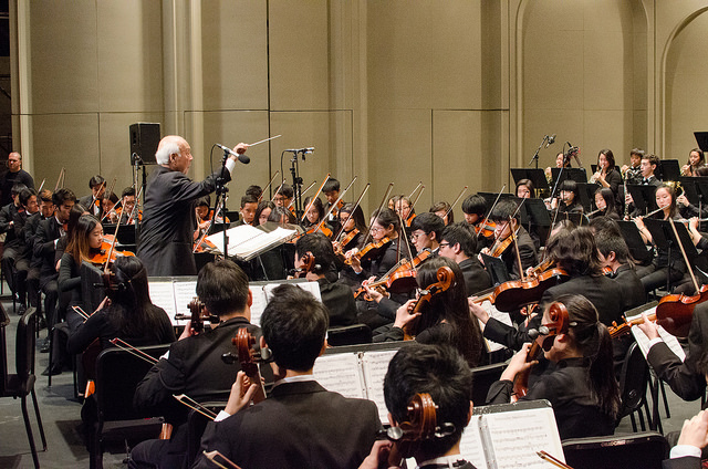 Hawaii Youth Symphony in performance